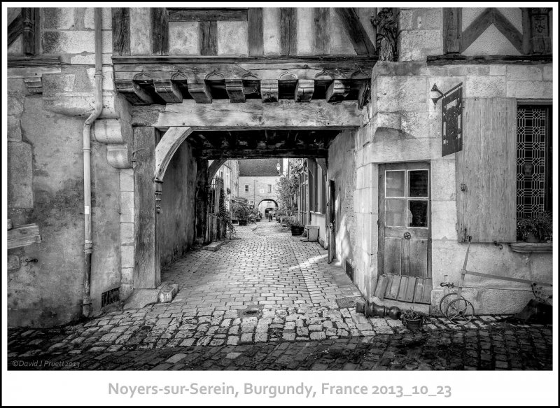 737_Noyers-sur-Serein2013_10-Edit.jpg