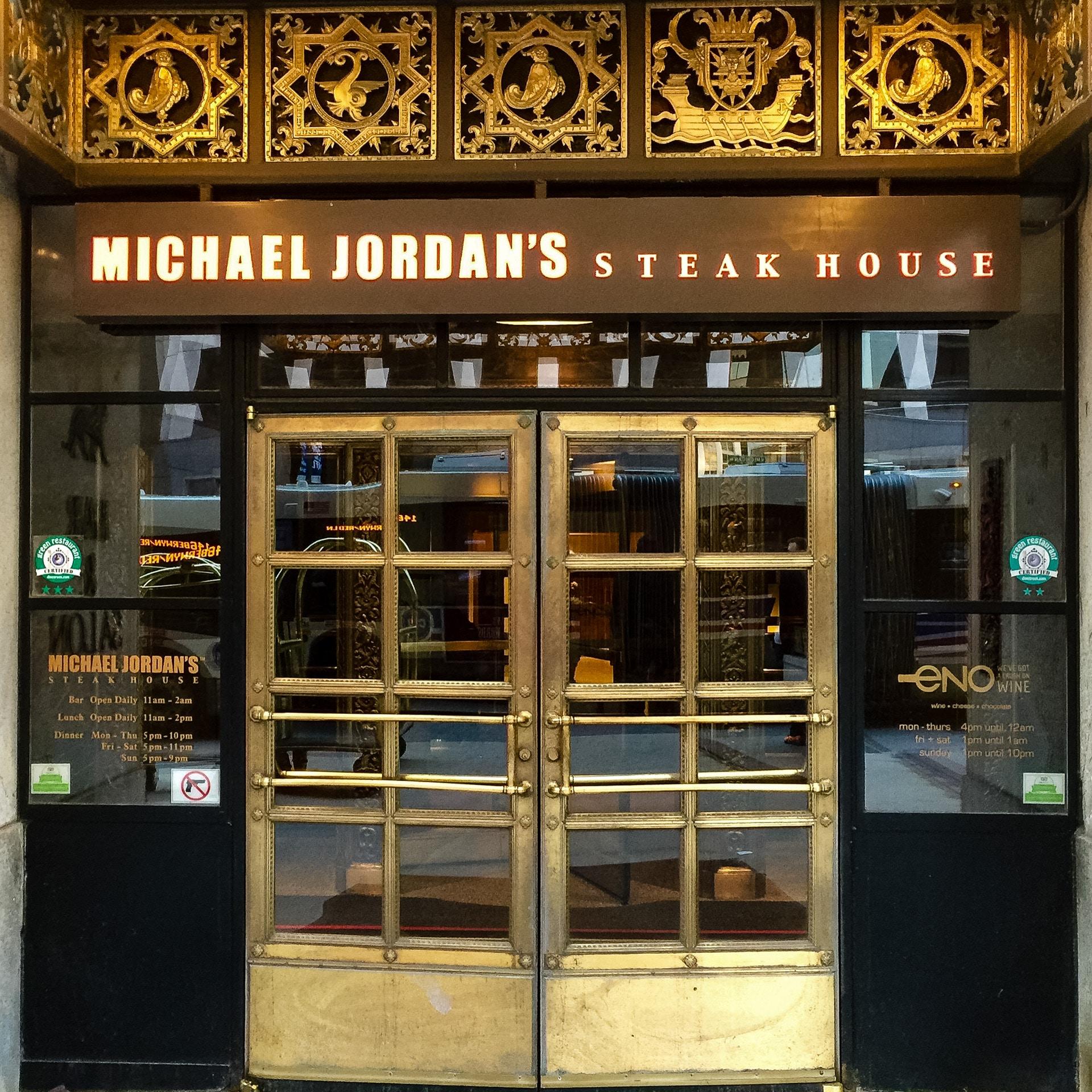 001_Michael_Jordans2016_04.jpg